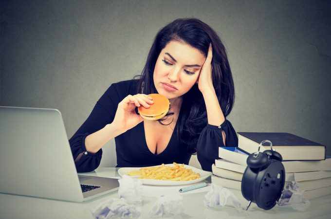3 tips to overcome emotional hunger